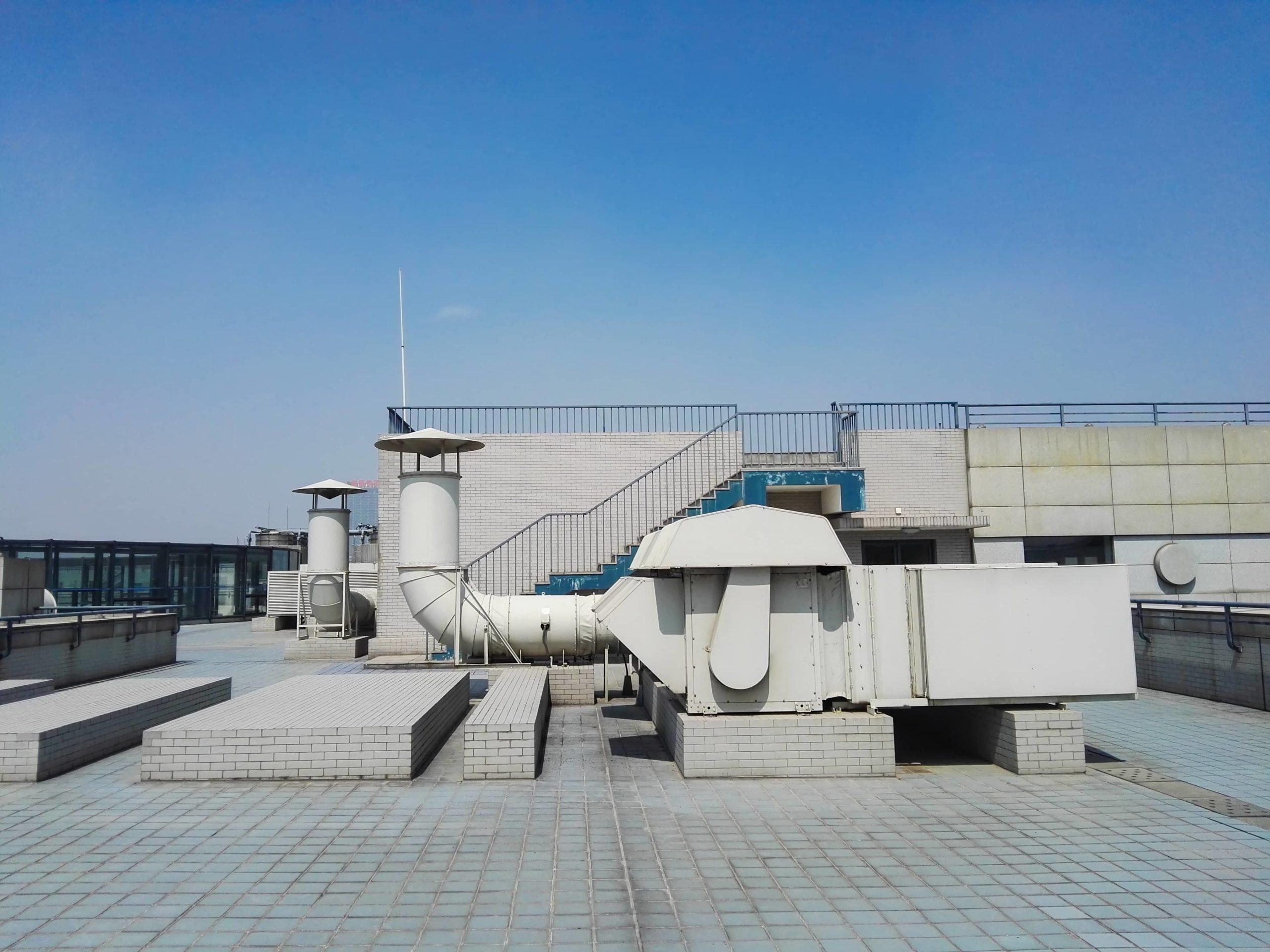 Cool roof : un toit peint en blanc pour capter le moins de chaleur possible